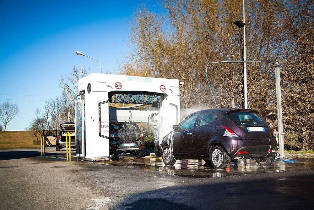 stazione di servizio modena, autolavaggio selfservice modena h24, autolavaggio modena, stazione per rifornimento di benzina modena esso